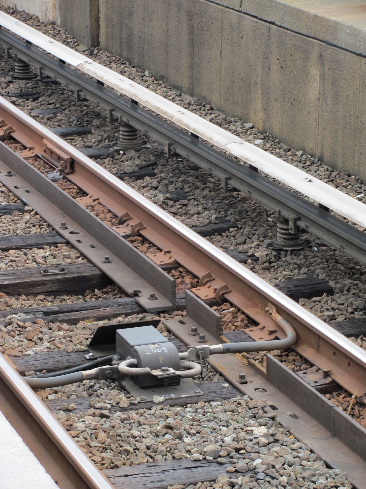 How track circuits detect and protect trains – Greater Greater Washington