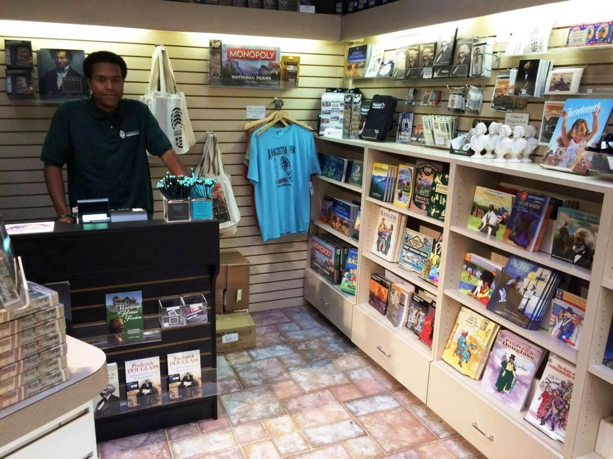 There aren t any bookstores east of the anacostia river for Shop homepage